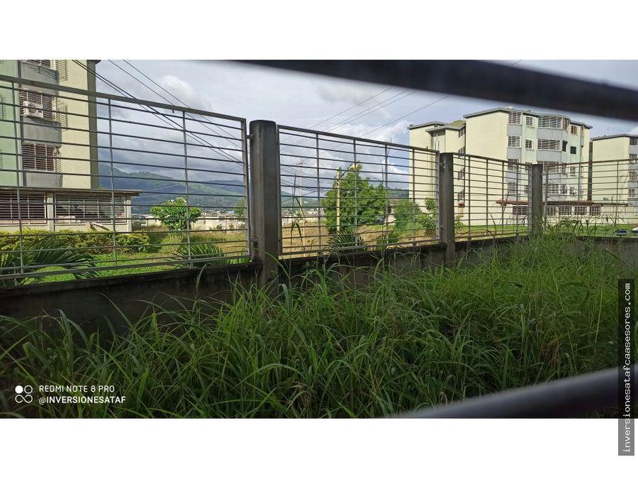 se vende apto 95m2 2h1b1petrz la sabana planta baja guatire