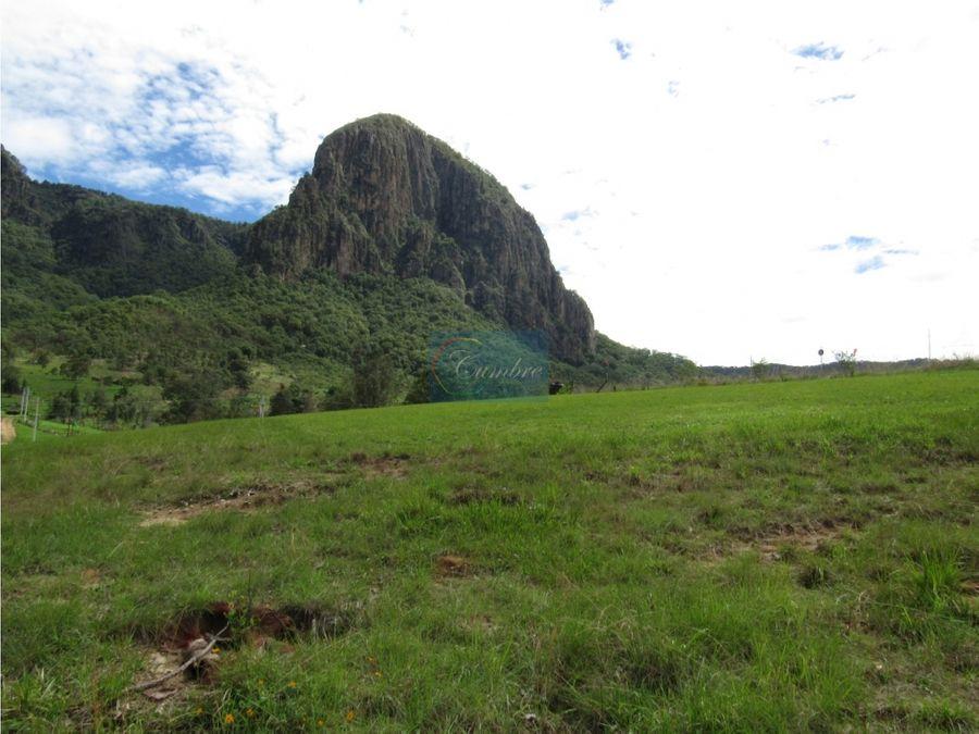 excepcional terreno en las montanas