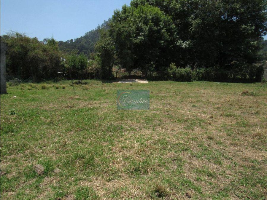 practico terreno con abundante agua