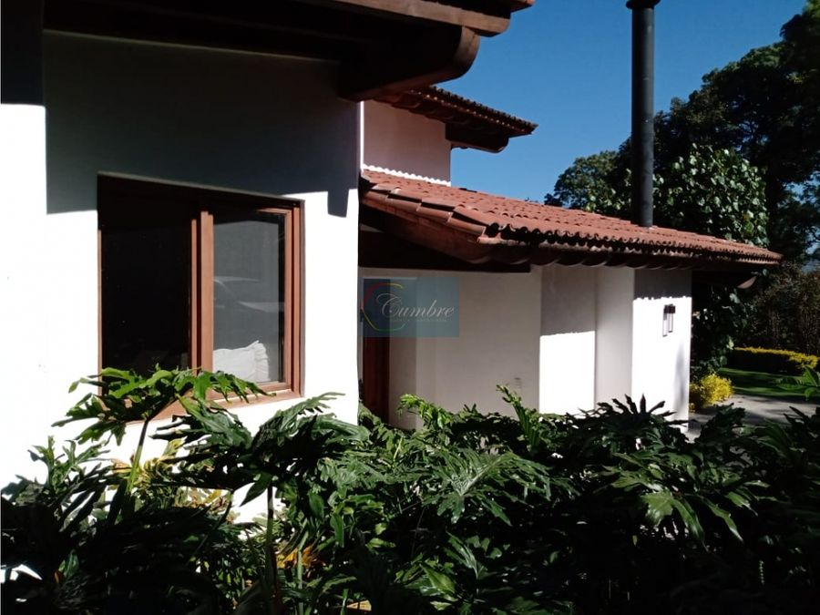 practica casa con amplio jardin avandaro