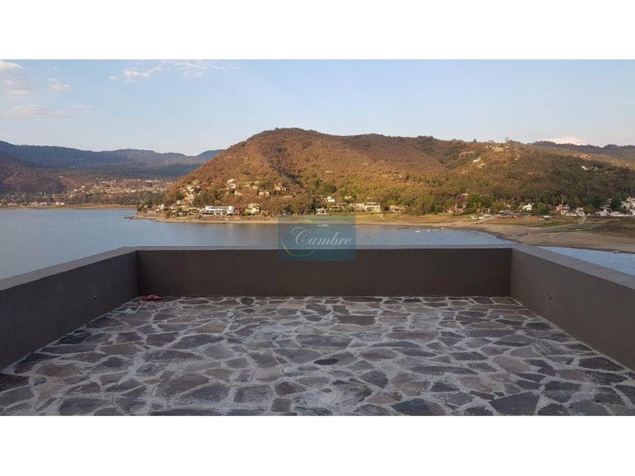 espectacular casa con acceso y vista al lago