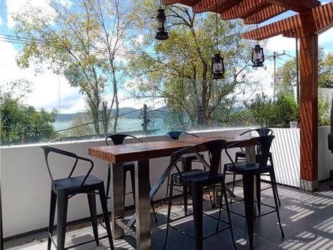 casa con vista y acceso al lago