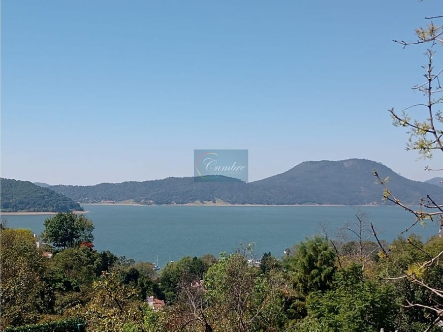 casa con vista parcial al lago
