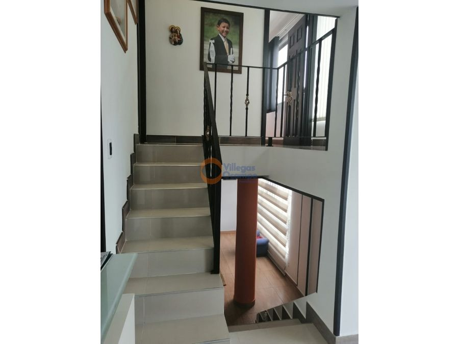 casa de 4 niveles en el sector de milan