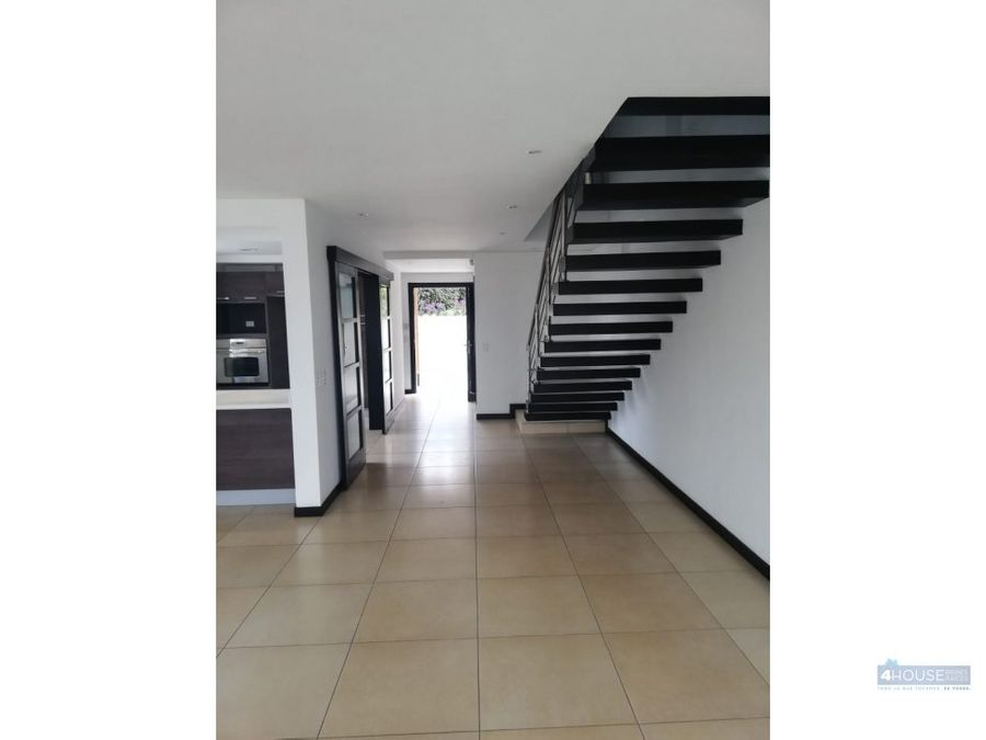duplex de 3 dormitorios en edificio soleste cumbaya