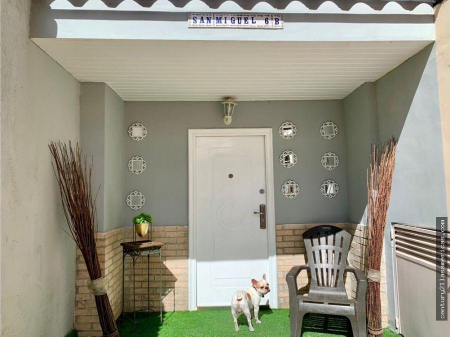 hermosa y acogedora casa en venta urb en los chorros