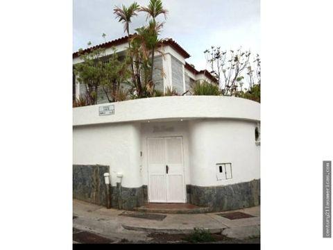 hermosa casa en los chorros en calle privada