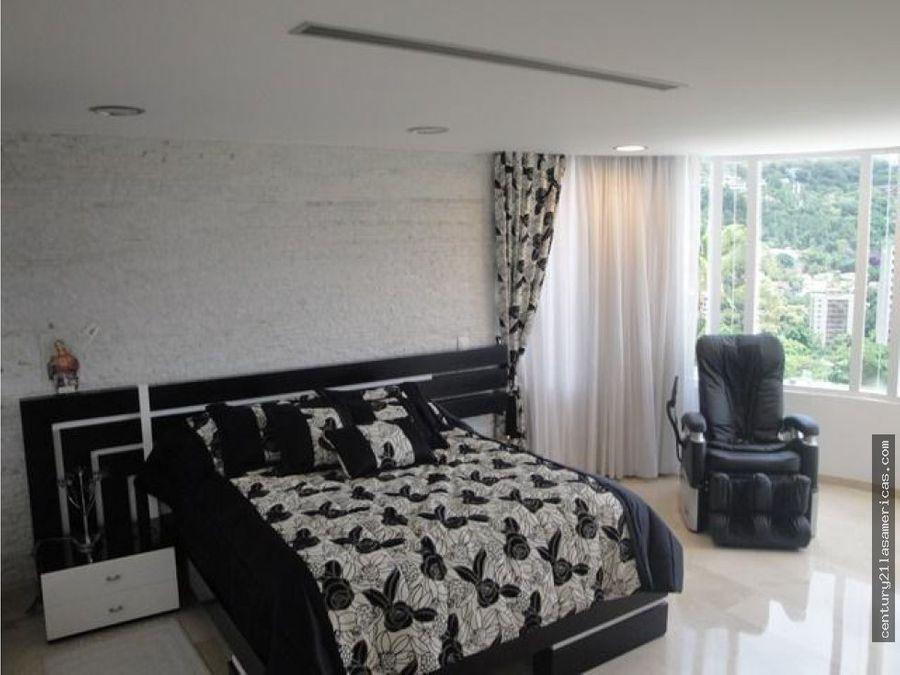 venta de elegante casa en santa paula de 1550 m2
