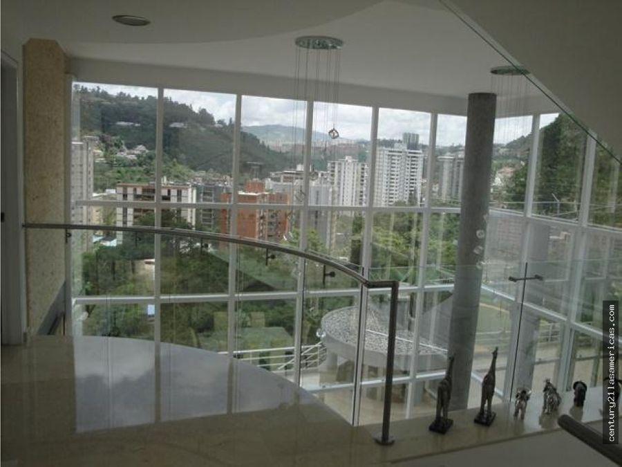 elegante casa en santa paula de 1550 m2