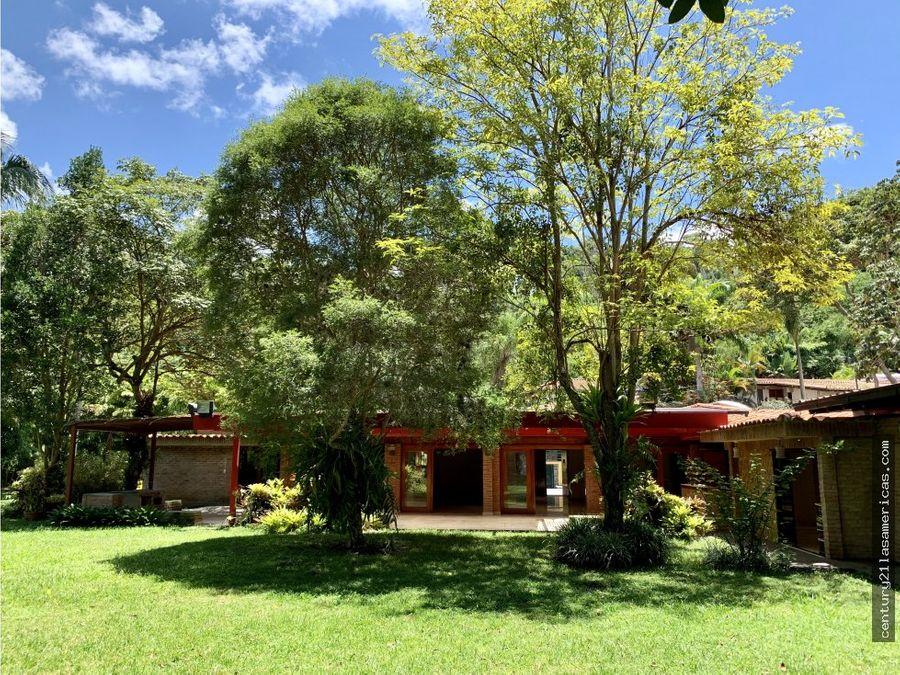 espectacular casa en venta en urb cerro verde