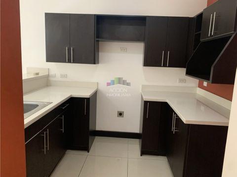 apartamento en segunda planta en condominio en santa ana