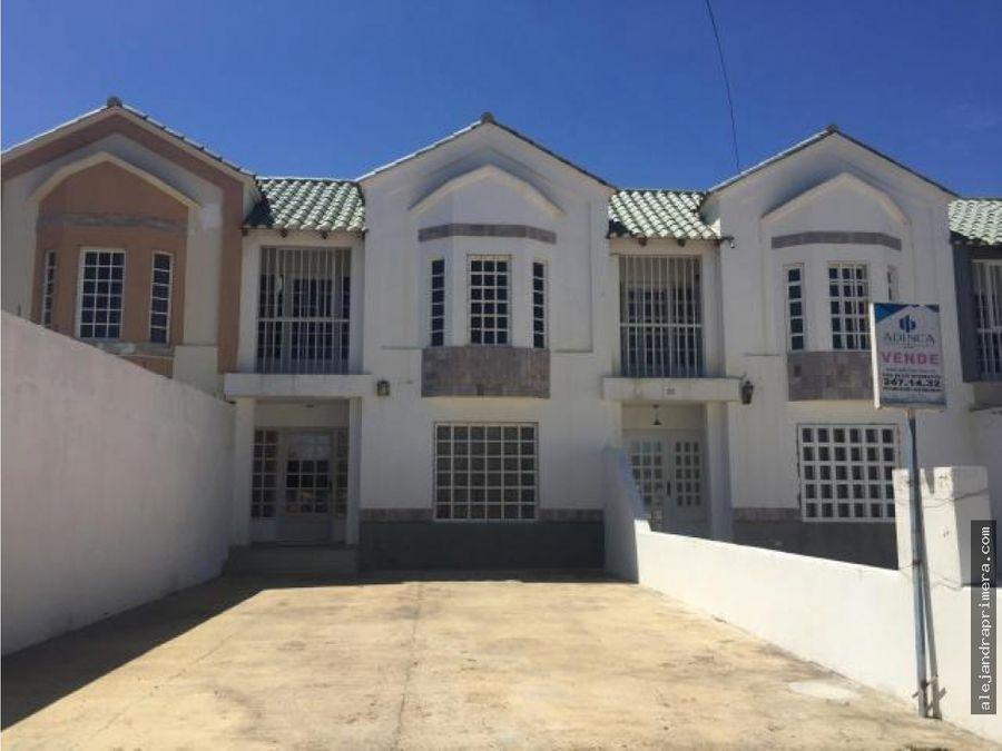 townhouse en venta en santa irene punto fijo