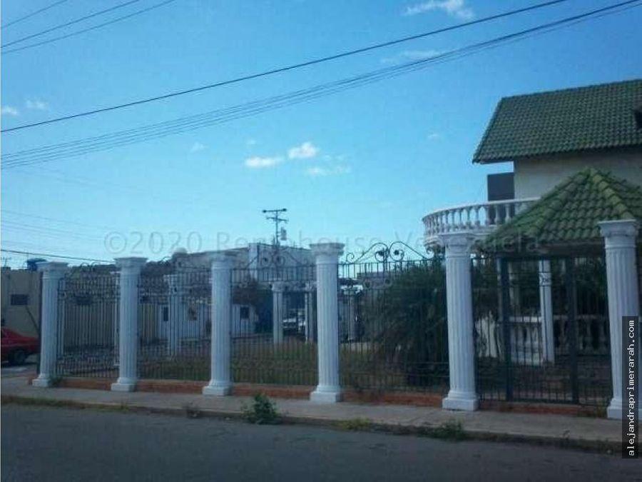 casa en venta en centro de punto fijo