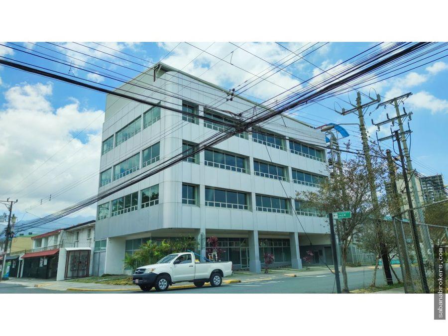 edifcio de oficinas y comercio frente torre universal