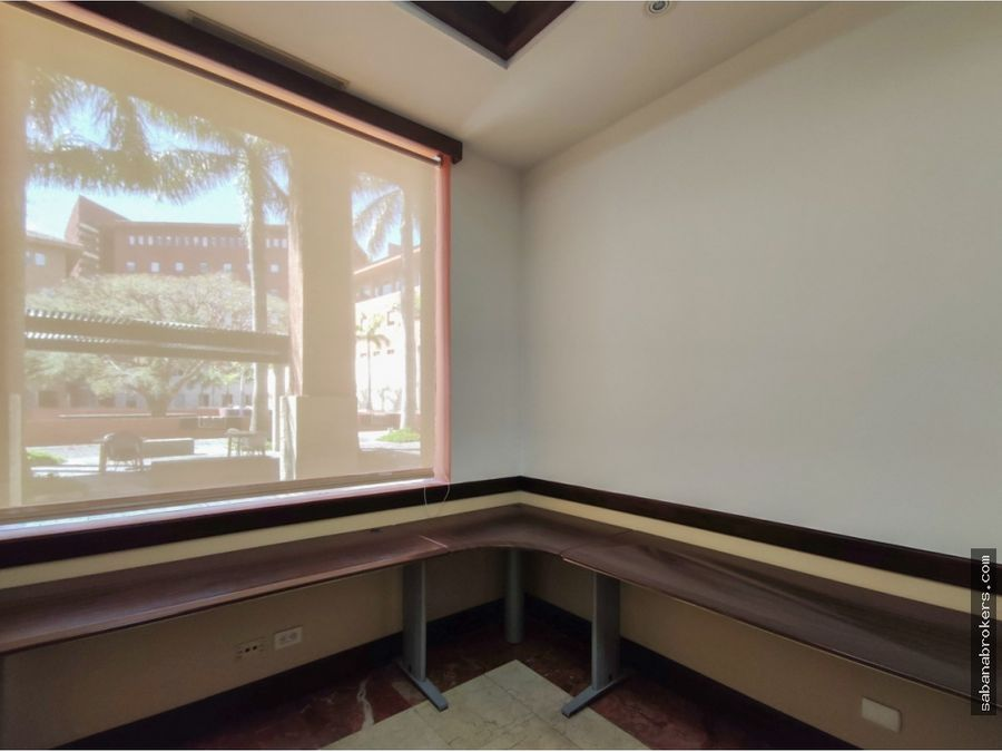 elegante ocina 156 m2 en plaza roble