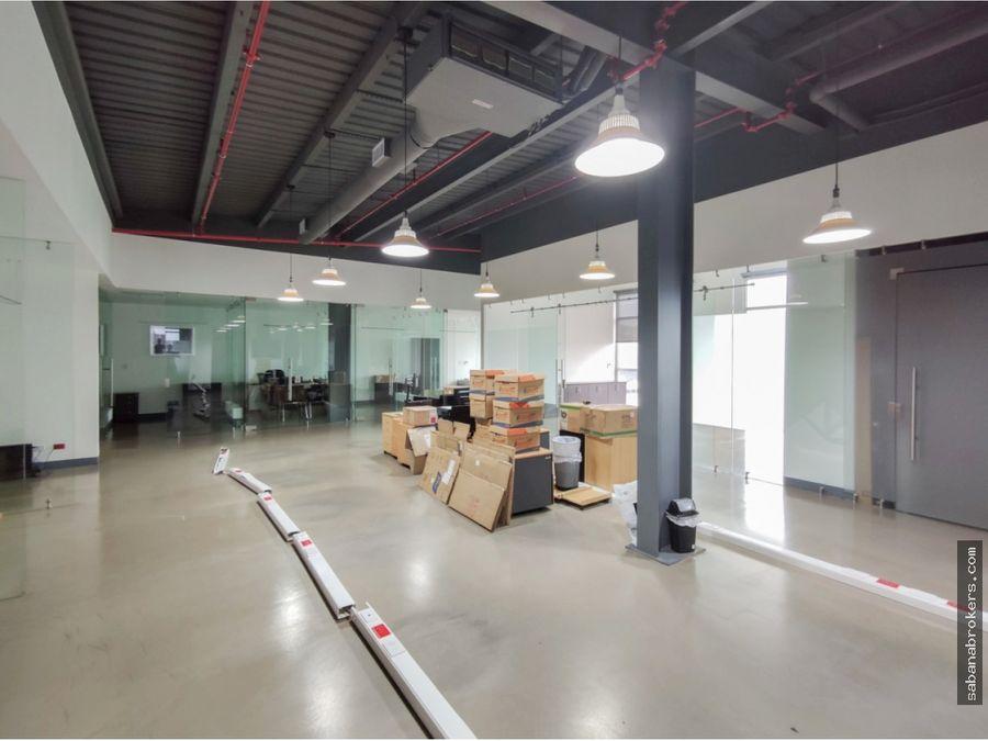escazu bussines center oficinas 500 mts