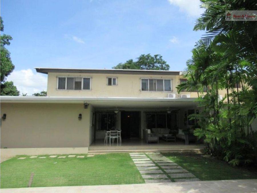 casa en venta en altos del golf panama con piscina terraza y jardin