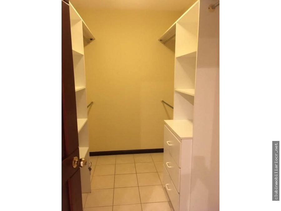 casa en precioso condominio en escazu