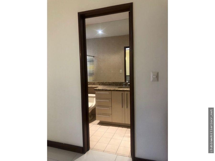 rebajado alquiler de casa en condominio ubicado en sabana sur