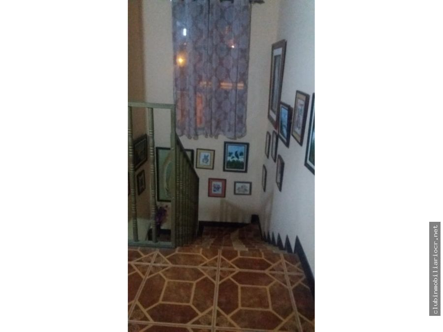 casa de 2 pisos esquinera zona segura facil acceso y fresco