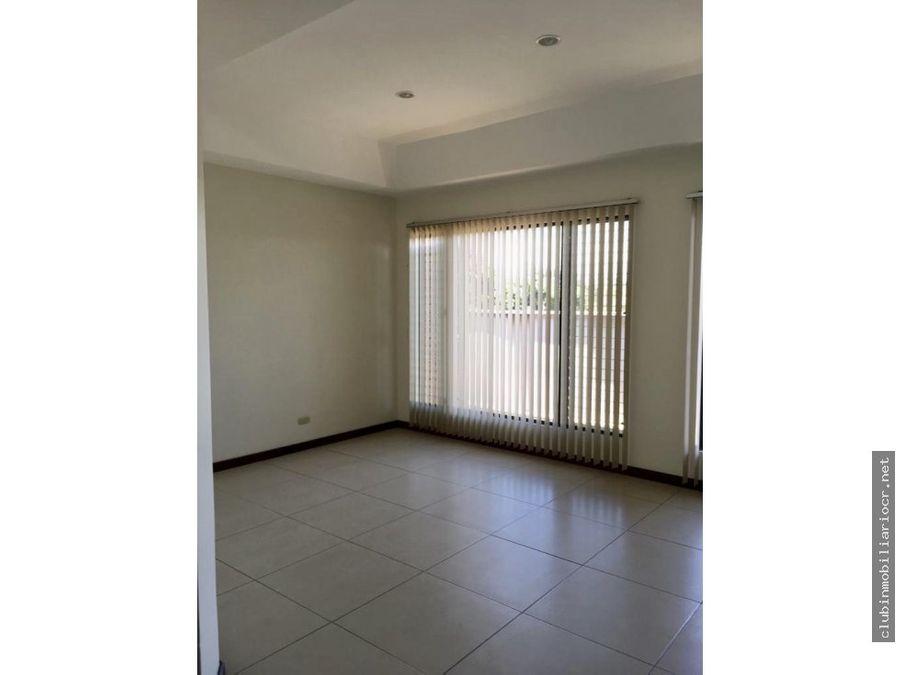 alquilo hermosa casa en condominio en bello horizonte escazu