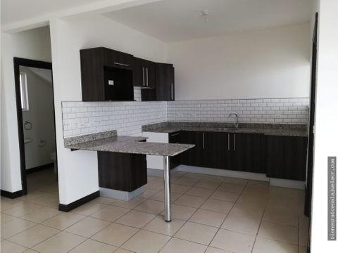 casa de alquiler en condominio natura viva 900