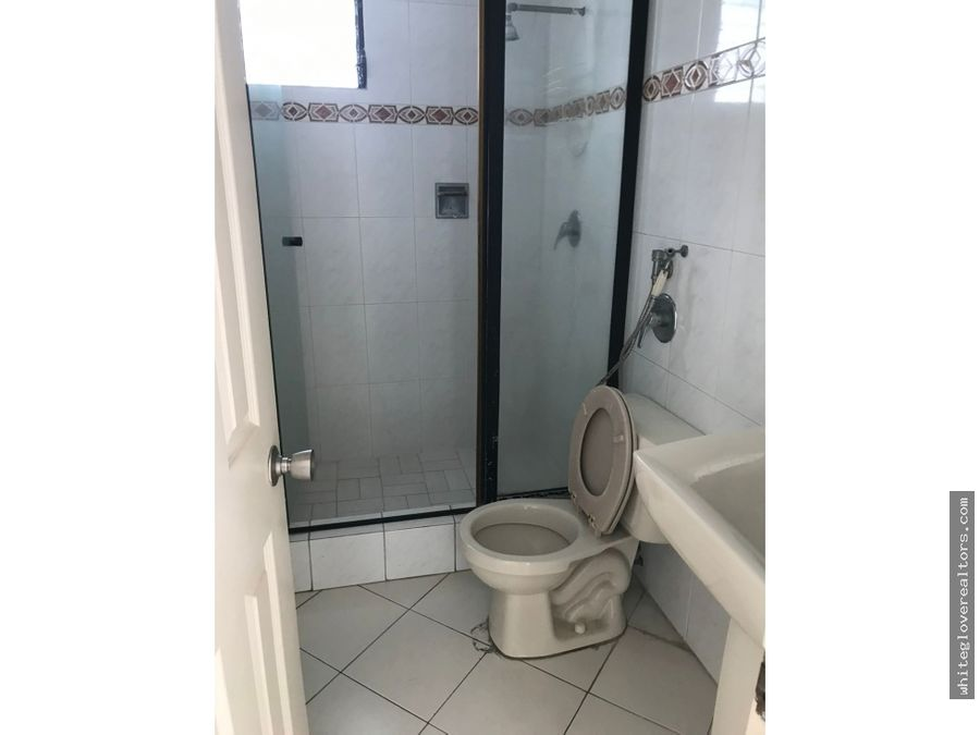 se alquila apartamento en edificio miraluz