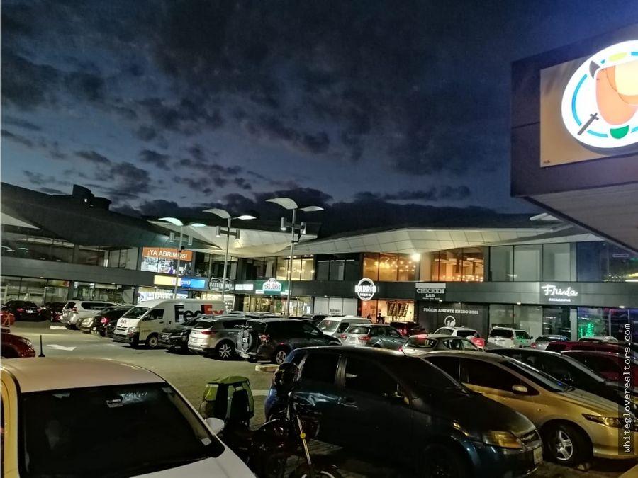 alquilo local en ocean mall
