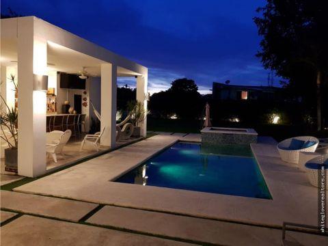 se alquila preciosa casa en coronado a solo metros de la playa