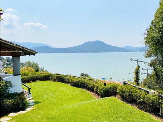 casa con vista y acceso al lago escondrijo
