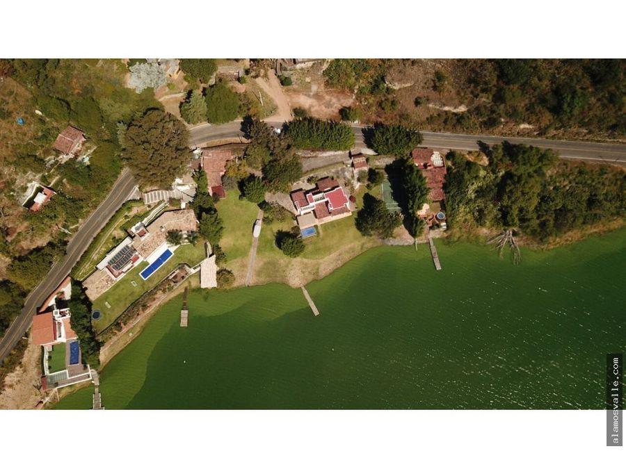 refugio privado a orilla del lago