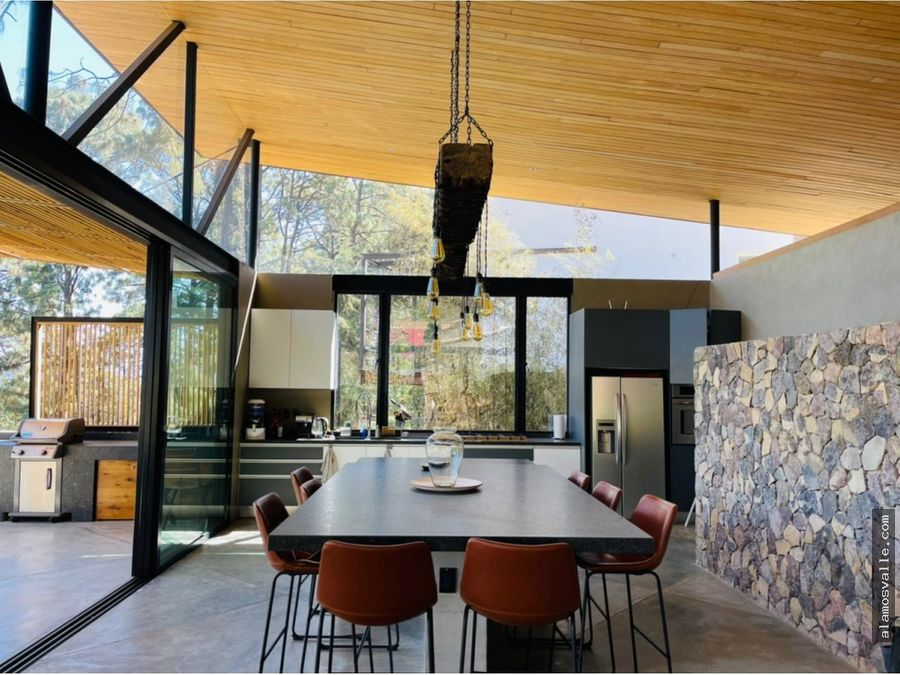 arquitectura moderna con vista al bosque