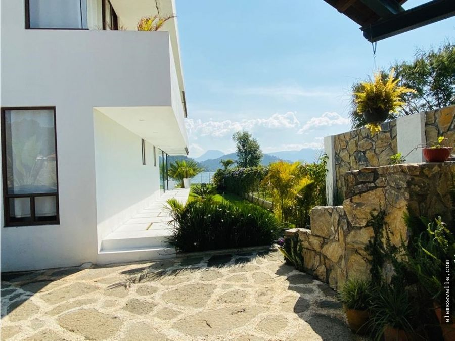 moderna casa en renta con acceso al lago