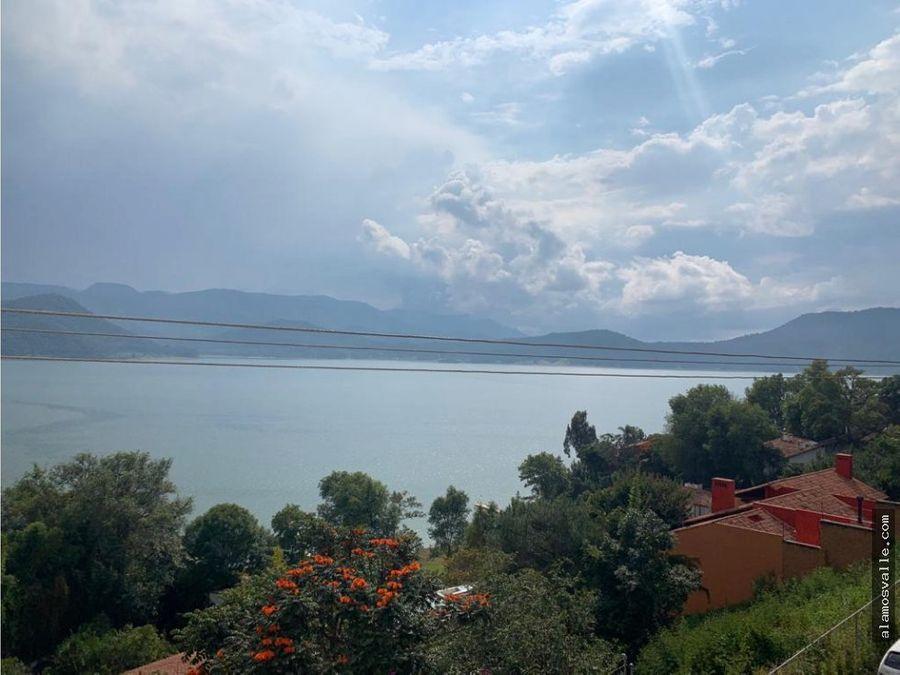 casa vista al lago la pena