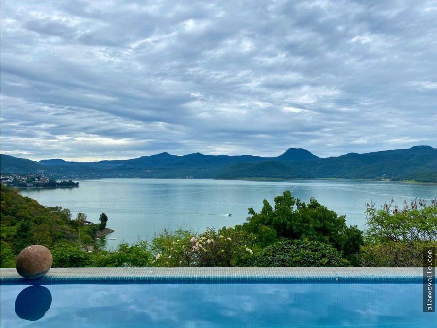 casa en venta con gran terreno y vista al lago