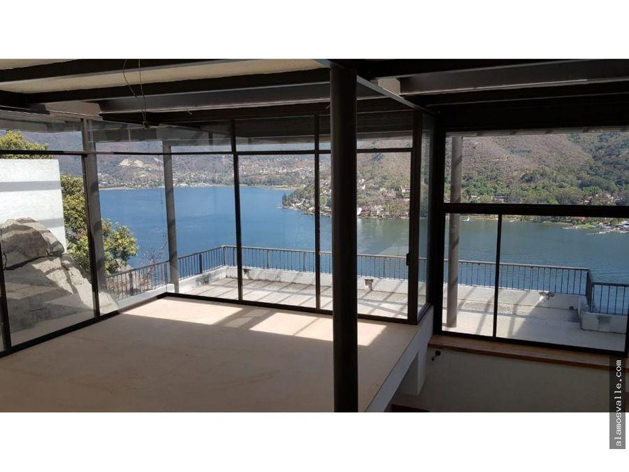 casa con vista franca al lago en la pena