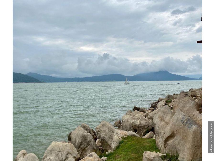 casa y terreno en venta con vista al lago