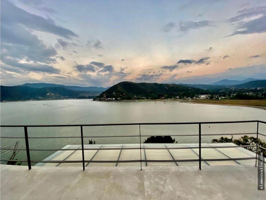 la pena acceso al lago