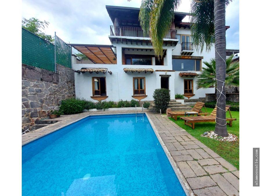 casa en venta de arquitectura mexicana en valle de bravo