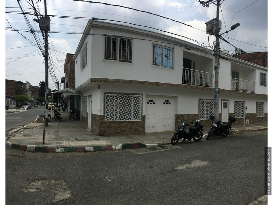 casa esquinera biplantas santa monica popular