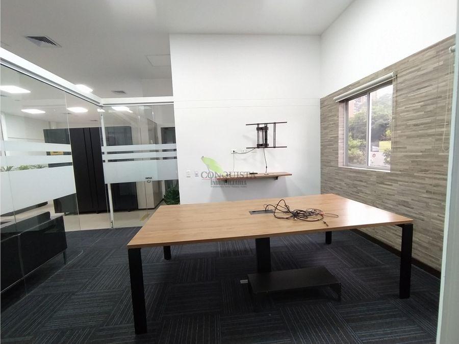 se arrienda hermosa oficina en el poblado