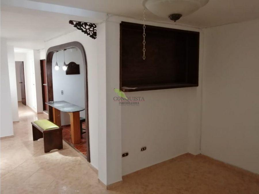 se vende casa en santa monica 2 niveles