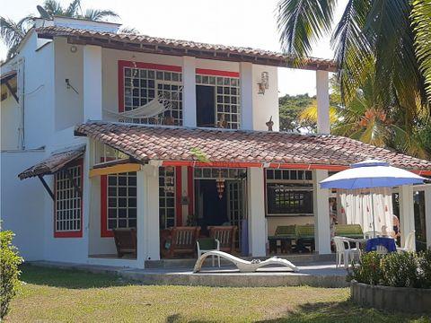 se vende hermosa casa de playa en san antero