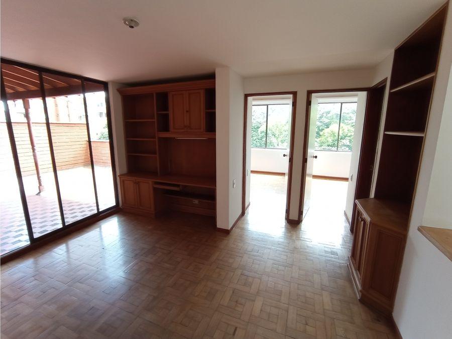 se vende apartamento duplex en el poblado