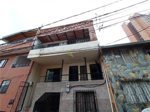 se vende casa de 2 niveles y terraza en lopez de mesa