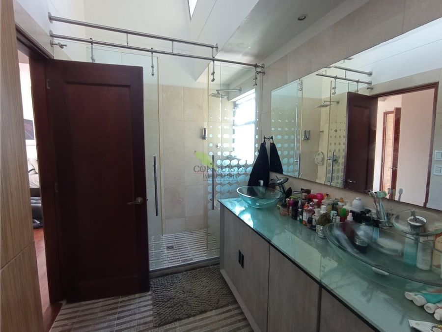 se vende casa en exclusivo condominio en el poblado los balsos