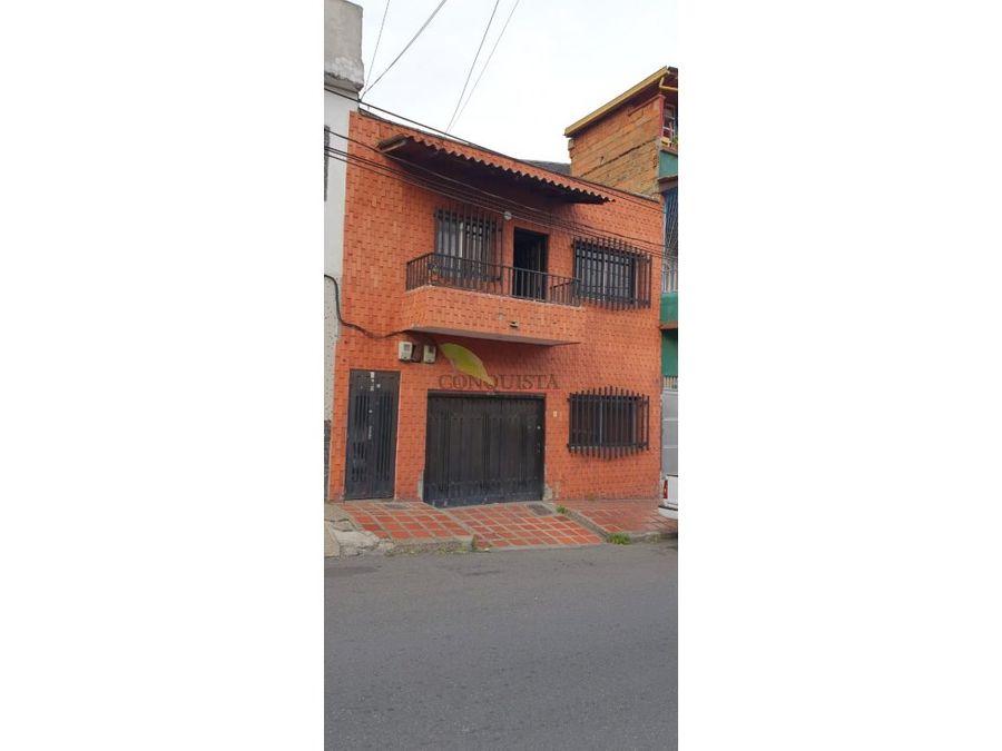 se vende casa en barrio las palmas unifamiliar