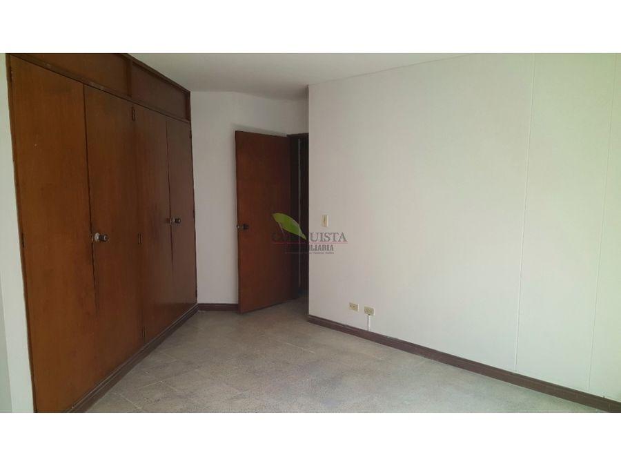 se vende apartamento en conquistadores