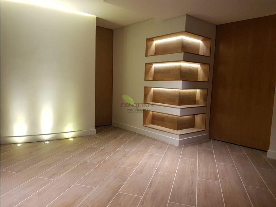 se vende apartamento en laureles medellin 210 mts