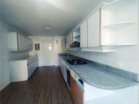 se vende apartamento duplex en bolivariana